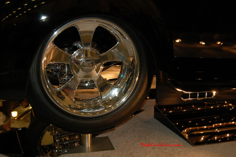 The 2009 World of Wheels Show in Chattanooga, Tennessee. On Jan. 9th,10, & 11th, Pictures by Ron Landry. The suspension rearend and exhaust all look to be chromed and/or polished. nice.
