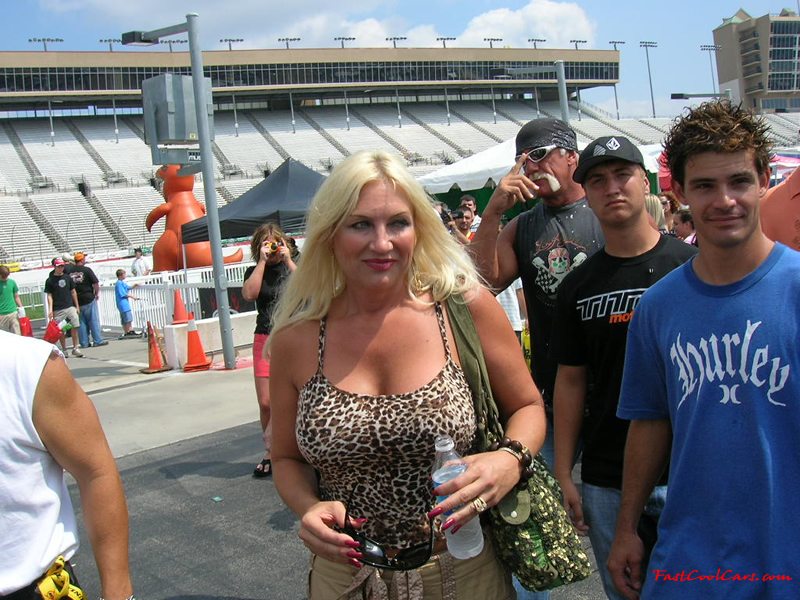 Linda Hogan and her son Nick and Hulk Hogan going to make some